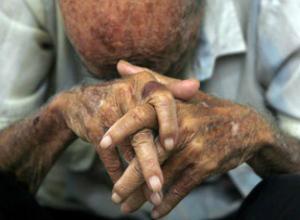 Избил до инфаркта своего тяжелобольного отца житель Ростовской области