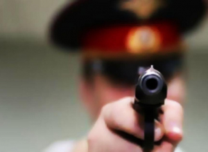 Полицейские из Неклиновского района угрожали мужчине пистолетом и требовали 200 тысяч рублей