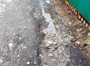 «Адовые ямы» появились на новой дороге в Ростове после сильного дождя