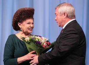 Сенатор с самой удивительной прической отметила в Ростове 100-летие комсомола