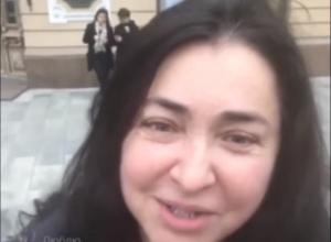 Лолита в центре Ростова фотографировалась с жителями и искала вкусных раков