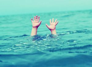 Тонущих и молящих о помощи ростовчан вытащили из воды спасатели