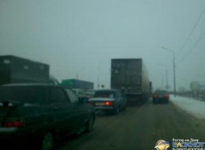 На въезде в Ростов-на-Дону образовалась многокилометровая пробка. Фото