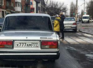 Водителя-хама с чересчур крутыми номерами высмеяли в Ростове-на-Дону