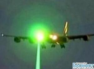 В Ростове-на-Дону хулиганы ослепили лазером Boeing