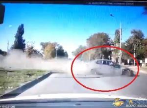 В Ростове иномарка, сбившая женщину с ребенком, попала в объектив видеорегистратора
