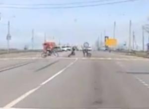 Железный конь ускакал от мотоциклиста на полном ходу на видео под Ростовом