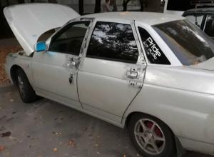Заманчивой наклейкой на стеклах соблазнил меломанов на преступление молодой ростовский автолюбитель