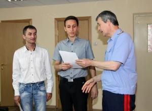 Двух ростовчан наградили за спасение 14-летней девочки от насильника