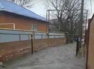 Вонючее стихийное бедствие в Ростове сняла на видео возмущенная женщина