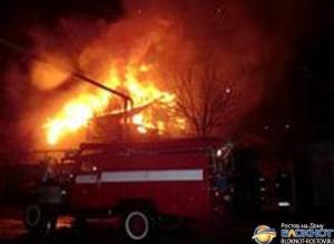 В Ростове-на-Дону горит трехэтажный жилой дом