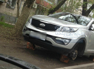 Иномарку автохама варварски обездвижили в Ростове