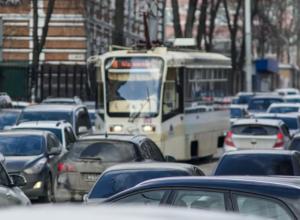 Три мелких ДТП поставили в огромную пробку центральные улицы Ростова