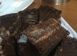 Зеленая плесень в шоколадном торте от известной кондитерской испортила праздник в Ростове