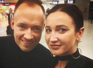 Бузова после ухода Тарасова к ростовской любовнице «засветилась» с новым мужчиной и в постельном видео с собаками
