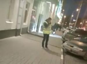 Видео перепалки девушки-водителя и парня, фотографирующего машины в центре Ростова, вызвало жаркие споры в соцсетях