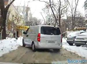 Мэрия Ростова отрапортовала об уборке снега, но город стоит в пробках