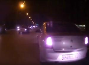 Драка таксиста с маршрутчиком после «атаки с камнем» окна автобуса в Ростове попала на видео