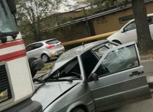 Три автомобиля столкнулись на улице Каширской в Ростове
