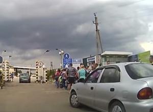 За две недели в Ростовскую область прибыли более 109 тысяч жителей Украины. Видео