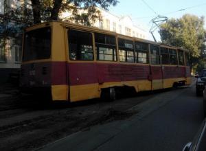 В Ростове на 14-й Линии второй раз за месяц сошел с рельсов трамвай