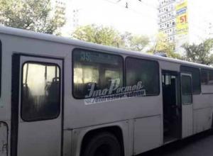 Трехэтажным матом «благодарил» за поездку пассажиров «вежливый» водитель автобуса в Ростове