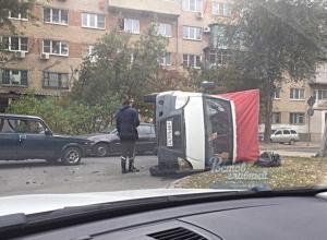 Свирепая ГАЗель завалилась на бок посередине Ростова