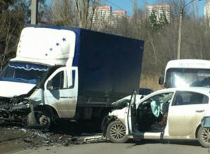 Автоледи посетила травматологию в Ростове после дерзкого разворота через две «сплошных»