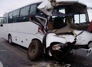 Пассажирский автобус перевернулся в Ростовской области из-за шквалистого ветра