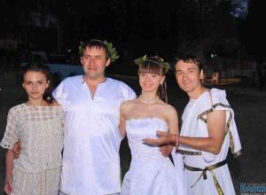На форуме «Ростов 2012» сыграли свадьбу в греческо-скифском стиле