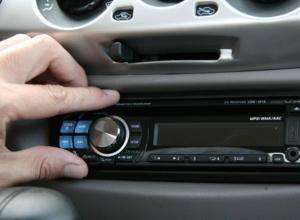 Любитель громкой музыки похитил аудиосистему из автомобиля в Ростовской области