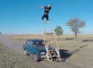 Смертельно опасный трюк ростовского экстремала попал на видео