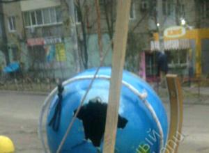 Ужасное отношение ростовчан к культуре проявилось в сломанной скульптуре глобуса