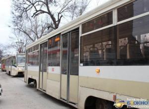 В Ростове из-за обрыва высоковольтного кабеля остановились трамваи и троллейбусы