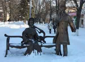 В Батайске хулиганы оторвали руку с тростью у памятника  Пушкину