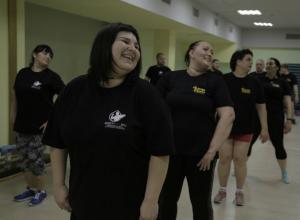 Жиросжигательными танцами шокировали Настю участники «Сбросить лишнее»