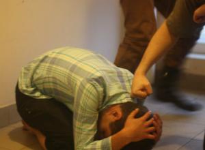 Лишенного сознания соседа обнаружили ростовчане, заглянув в открытые двери его квартиры