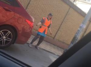 «Отпадные» танцы устроила уборщица в центре Ростова