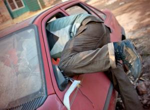 Молодой шахтинский гастролер распотрошил пять автомобилей на улицах Ростова