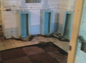 Закрыть Нахичеванский рынок предложил ростовчанин из-за грязного и разбитого туалета