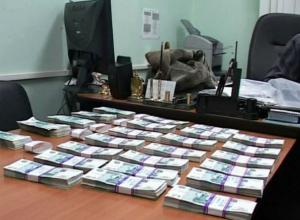Мошенника из налоговой службы в Ростовской области отпустили на свободу после пересмотра приговора