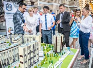 Заниматься йогой на свежем воздухе и жарить барбекю смогут жители нового дома в ЖК «Екатерининский»