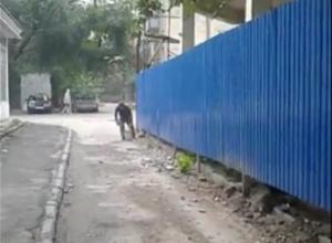 Падающий со стройки камень едва не убил годовалого ребенка в Ростове