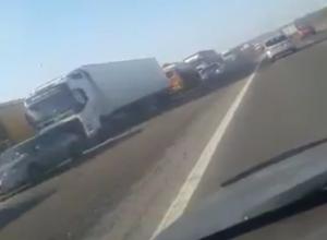 Гигантская пробка на въезде в Ростов шокировала водителей на видео