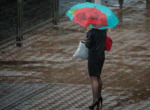 Жуткий ливень с грозами и молниями ударят по Ростову в воскресный выходной