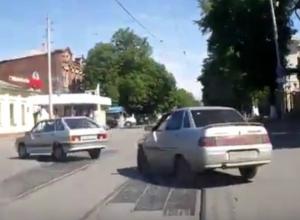 Чудесное возвращение брошенного на дорогу мусора в окно автомобилиста под Ростовом попало на видео