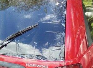 Странная тонировка на красном женском автомобиле рассмешила ростовчан