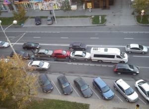 В центре Ростова на Ворошиловском столкнулись пять машин