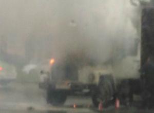 Жуткое пламя охватило грузовой автомобиль в Ростове посреди дня