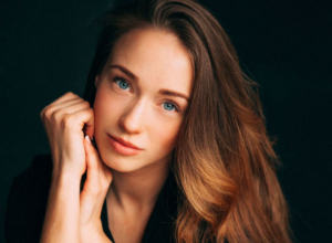 Бурная огласка драматического инцидента с иномаркой шокировала известную актрису из Ростова